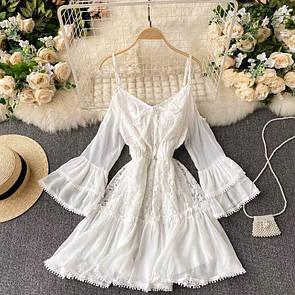 Женское платье в белом цвете