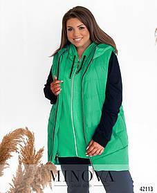 Яркая женская куртка-безрукавка из стеганой плащевки с капюшоном цвет ментол, больших размеров от 50 до 64
