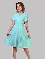 Плаття приталеного силуету з V-подібним вирізом з імітацією запаху