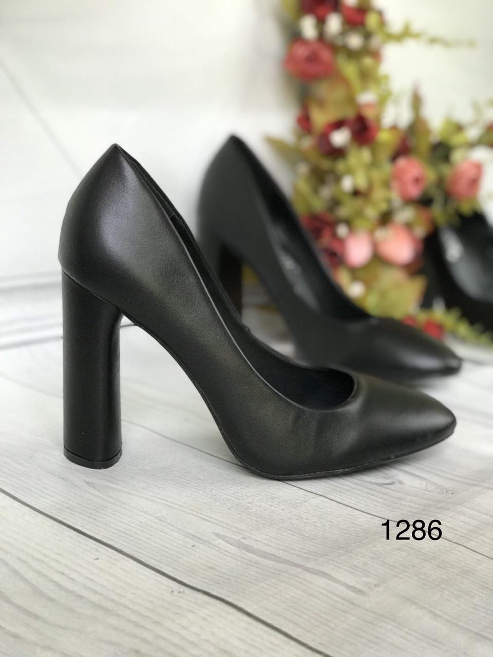 Чорні жіночі туфлі широкий каблук 10см