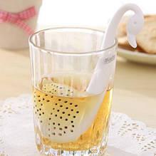 """Ситечко для чая """"Лебедь"""" белый - длина 13см, пластик"""