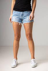 Короткі джинсові шорти з рванным краєм у світло-блакитному кольорі в розмірі S, M, L,XL