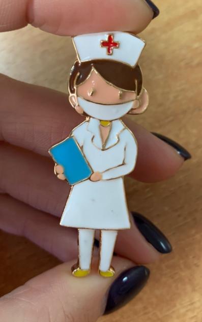 Брошь брошка врач доктор медик медсестра в маске знак значок