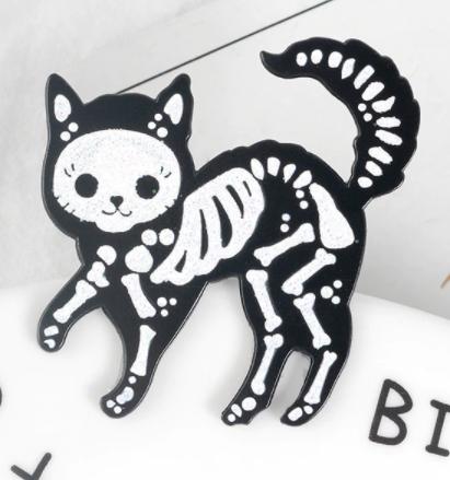 Брошь брошка значок скелет черный кот кошка металл пин эмаль