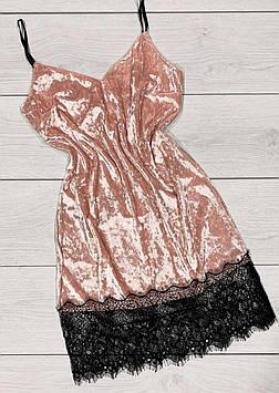 Жіночий елегантний велюровий пеньюар з мереживом, колір персик