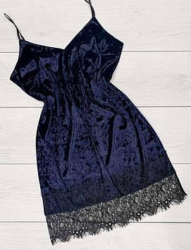 Жіночий оксамитовий пеньюар з ніжним французьким мереживом. Домашня одяг