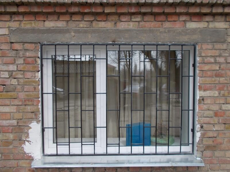 Кованые решетки на окна и
