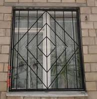 Старые решетки на окнах