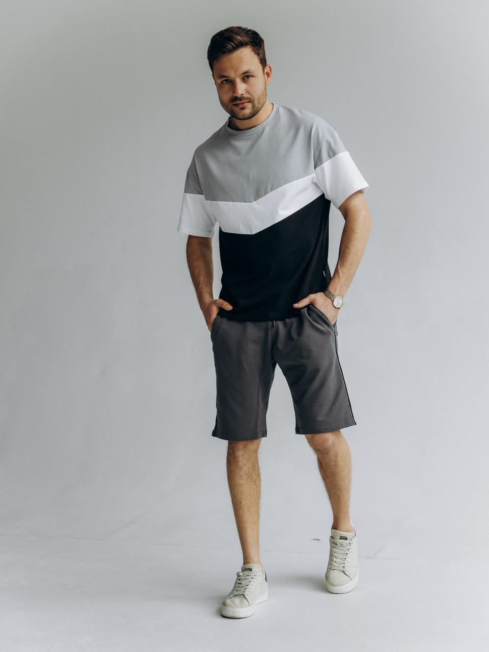 Чоловічий літній прогулянковий спортивний комплект чорні шорти і футболка триколірна