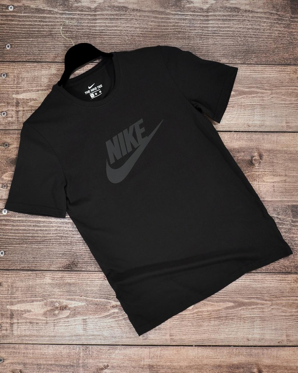 Чоловіча спортивна чорна футболка