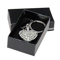 Брелок металлический сердечко со стразами в подарочном футляре