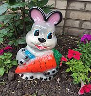 Заяц с морковкой