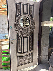 Двері вхідні зі склом і ковкою Коло серії Класик ТМ Каскад