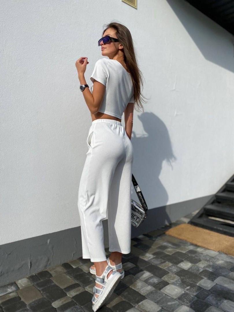 Жіночий костюм двійка: топ з імітацією кісточок + укорочені брюки