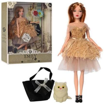 Шарнирная кукла Emily Fashion Classics в пышном платье с перьями, с длинными темными волосами и питомцем, фото 2