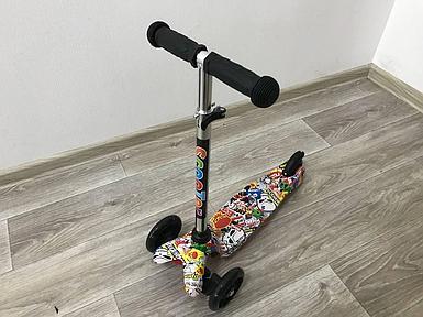Самокат детский Scooter трёхколёсный со светящимися колёсами с принтом графити  CF-PA66 Toys