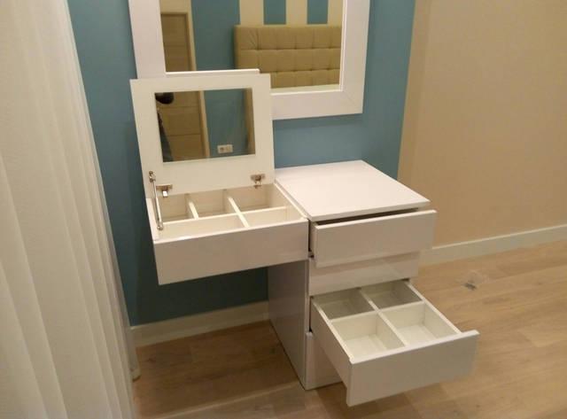 Туалетный столик. Система хранения разработана с учетом пожеланий заказчика. Фасад МДФ крашенный матовый.