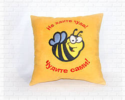 Подушка с пчелкой желтая