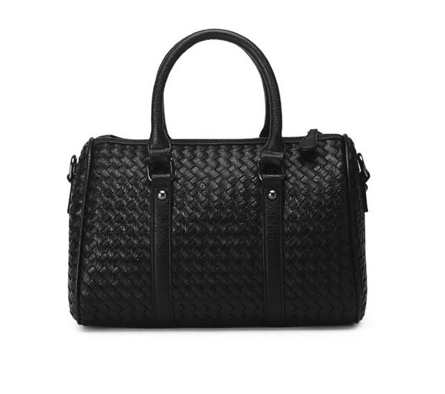 Женская черная сумка Boston вид спереди.
