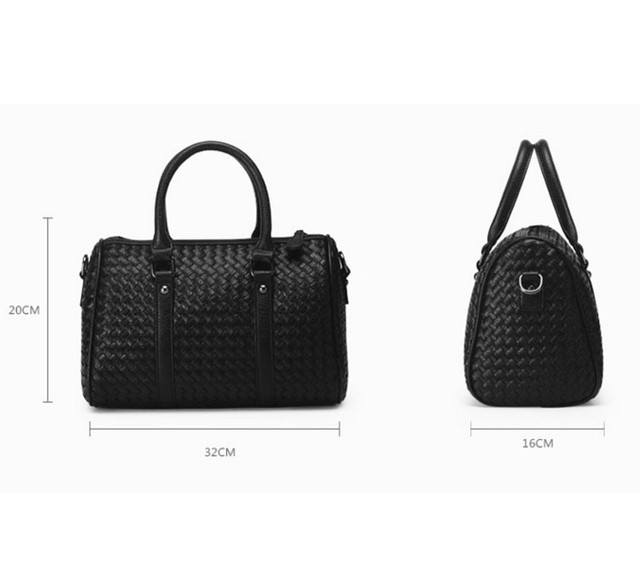 Размеры женской черной сумки Boston.