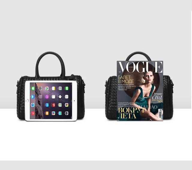 Женская черная сумка Boston с iPad.
