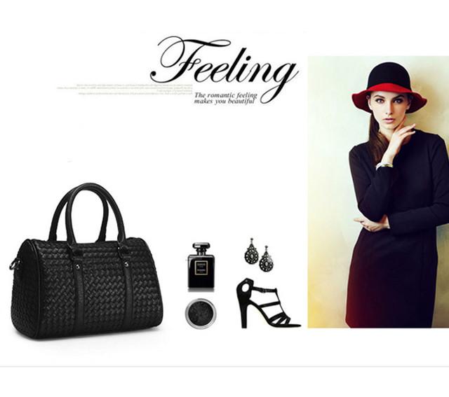 Женская черная сумка Boston lookbook.