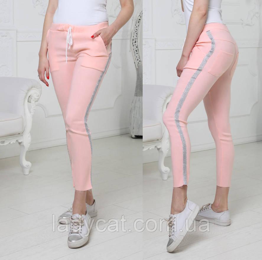 Женские розовые брюки с серебристыми лампасами