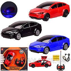 Машина аккум. р у 3056 (48шт 2) 3 цвета, 1:24 TESLA, с откр.дверью,USB,свет, в кор. 28*7.3*24 см, р-