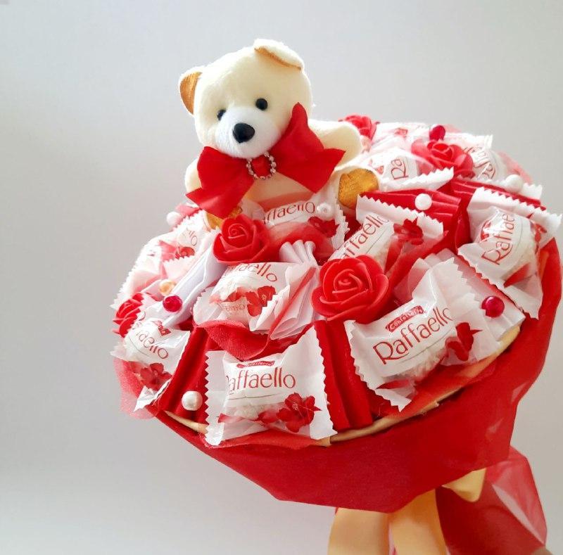 Букет из конфет и игрушки Сладкий рай подарок на день рождения ребенку / девушке