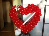 Плетенное Сердце из воздушных шаров из стрелой на День Святого Валентина