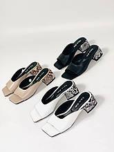 Женские кожаные шлепанцы с квадратным носком на каблуке