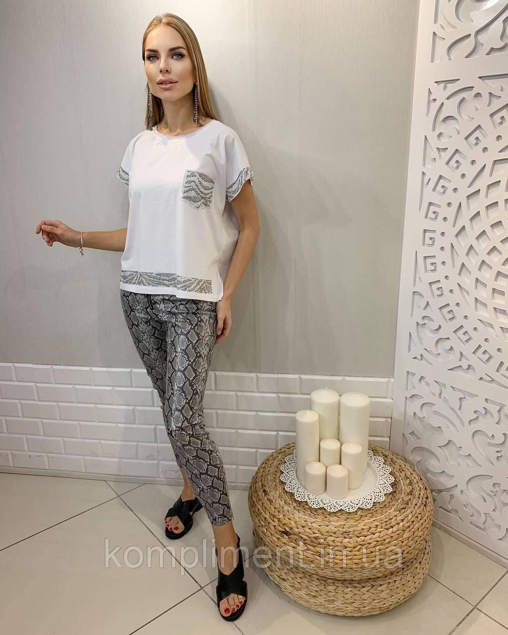 Женская турецкая трикотажная летняя футболка украшенная камнями , белая