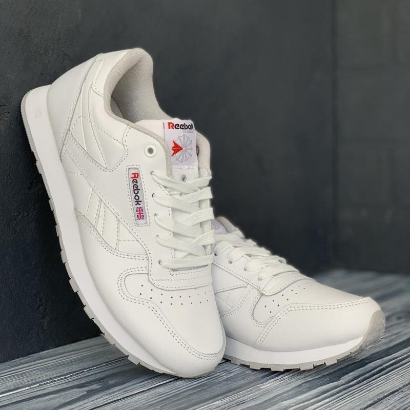 Шкіряні кросівки в стилі reebok classic white білі