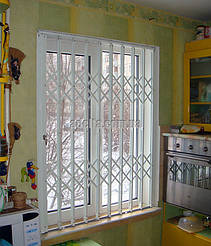 Раздвижная решетка на окна для квартиры