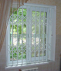 Решетки раздвижные на окна для квартиры