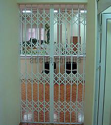 Решетки на двери раздвижные для офиса