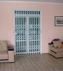 Защитные решетки раздвижные на двери для дома