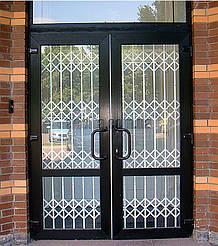 Решетки на двери раздвижные для дома