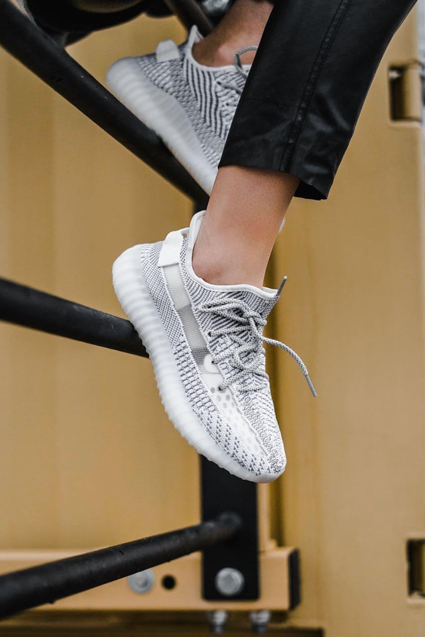 Мужские кроссовки Adidas Yeezy 350 Static Reflective Laces