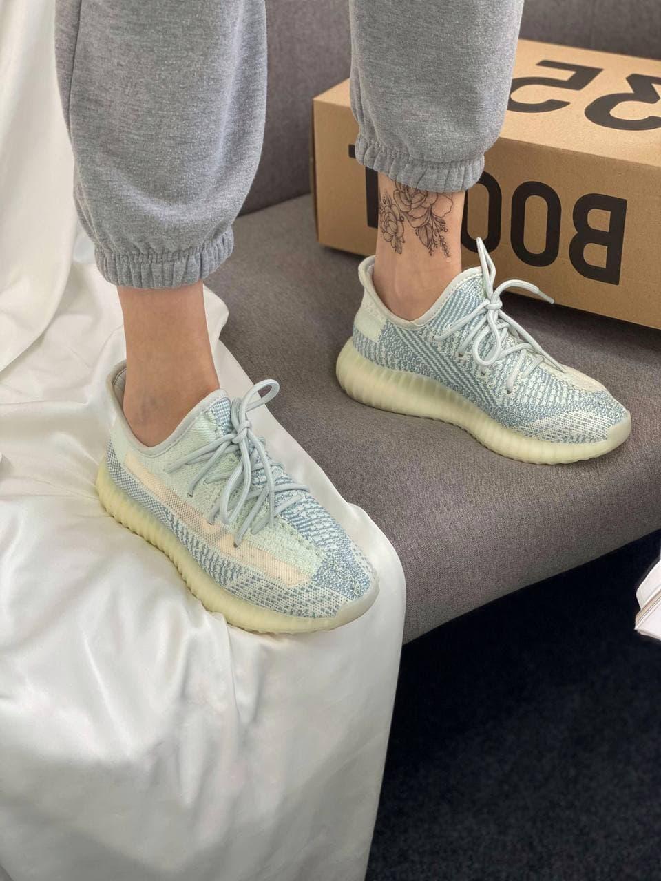 Жіночі кросівки Adidas Yeezy Boost 350 V2 Cloud White