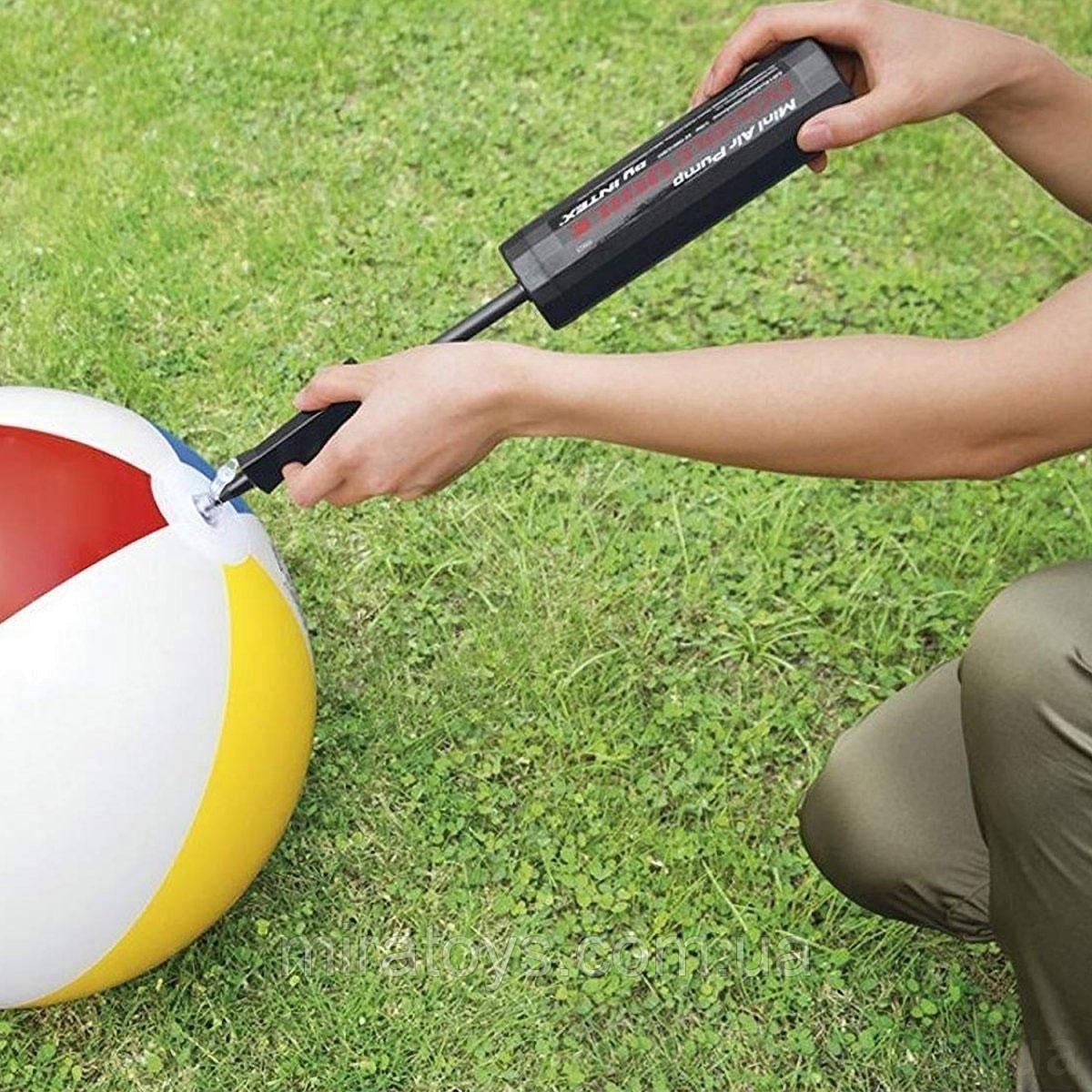 Ручной мини насос для надувания Intex 69613 для фитболов и кругов, матрасов (объем 0.45 л)