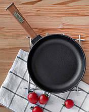 Сковорода чугунная тм brizoll 200х38,5 мм c деревянной ручкой optima