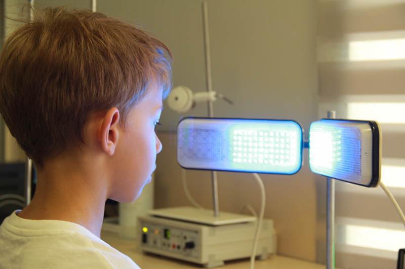 Лікувально-апаратний комплекс тренувань для очей з використанням РЕАМЕД А