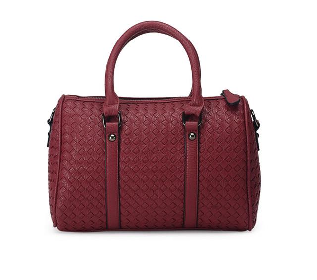 Женская красная сумка Boston вид спереди.
