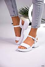 Белые женские босоножки сандалии на низком ходу