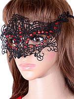 Кружевная маска с красными стазамы