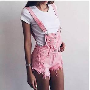 Женский джинсовый комбинезон в розовом цвете