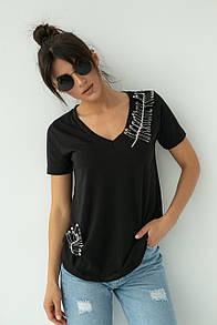 Женская базовая черная футболка с булавками