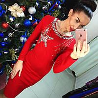 Элегантное вечернее трикотажное платье с утяжкой, декорировано камнями и бисером, красное