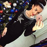 Элегантное вечернее трикотажное платье с утяжкой, декорировано камнями и бисером, черное